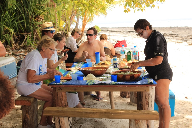 http://tahitivoileetlagon.com/wp-content/uploads/2015/01/TETIAROA_25.jpg