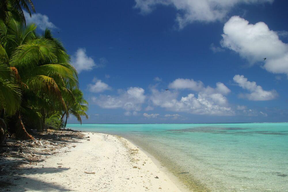http://tahitivoileetlagon.com/wp-content/uploads/2015/10/tetia2j01.jpg