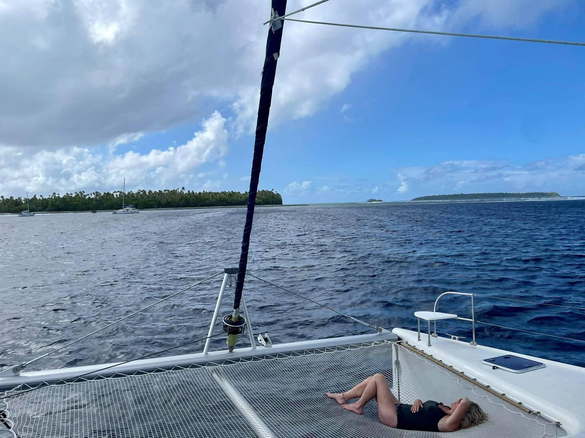 http://tahitivoileetlagon.com/wp-content/uploads/2021/07/chilling-TETIAROA.jpg