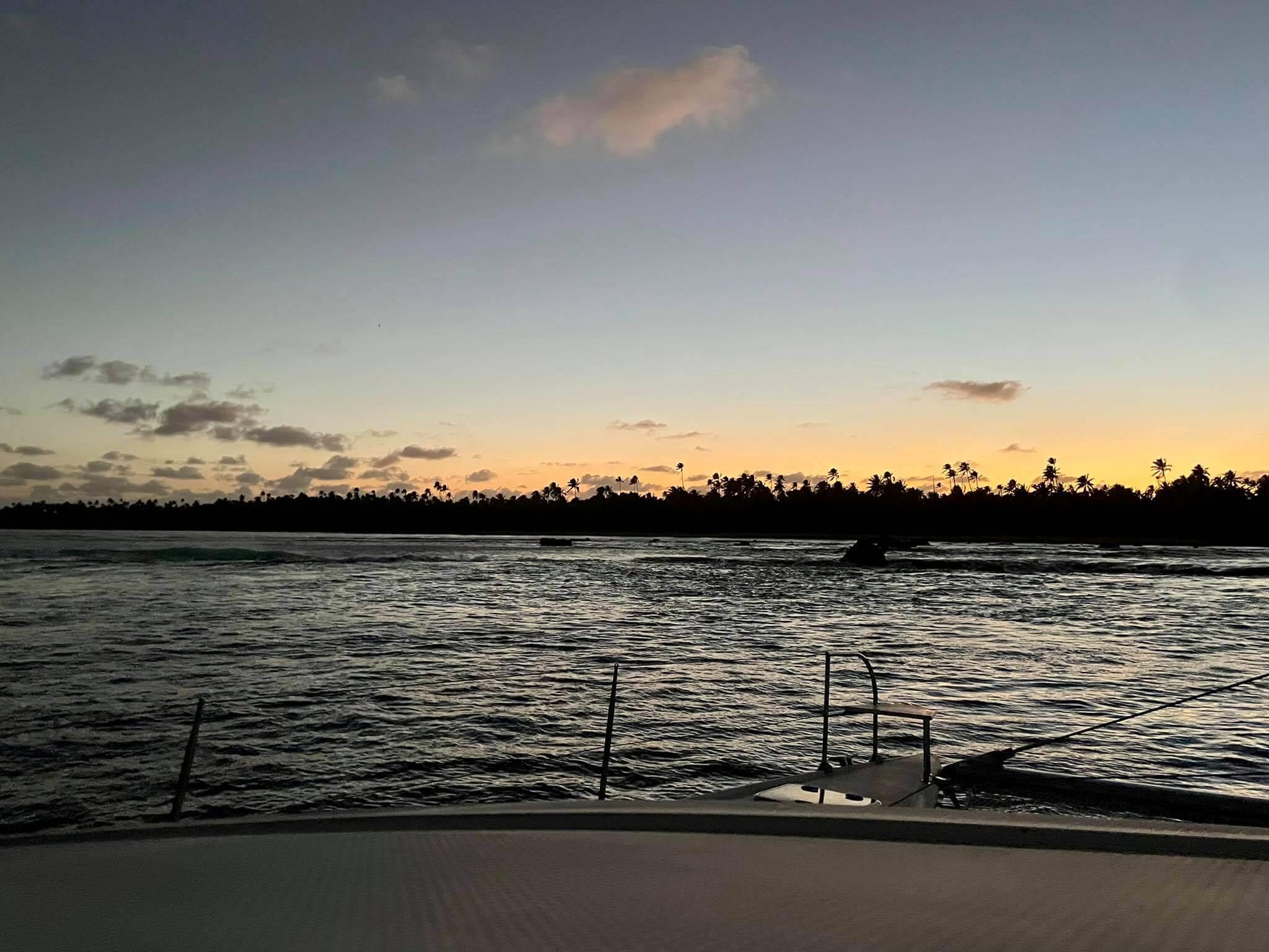 http://tahitivoileetlagon.com/wp-content/uploads/2021/07/lever-soleil-TETIAROA.jpg